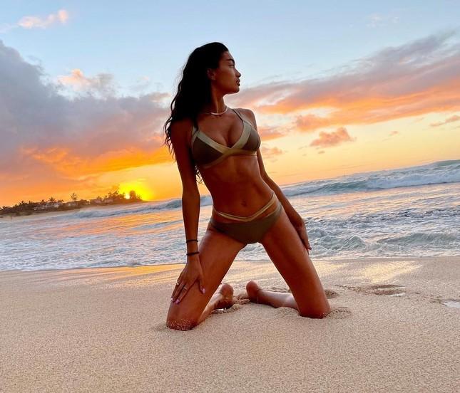 Mỹ nhân lai Kelly Gale thả dáng nuột nà với bikini ảnh 7
