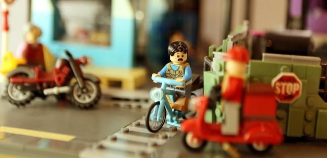 Chàng trai 9x ở TPHCM làm mâm cỗ Tết bằng Lego sống động như thật ảnh 13