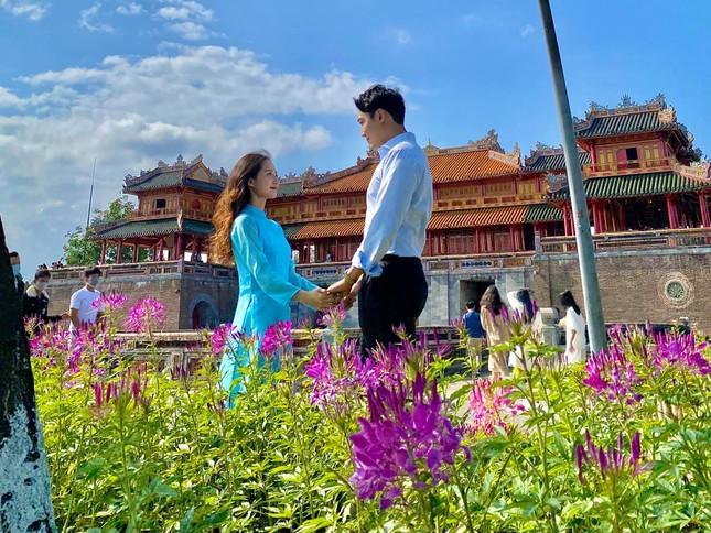 Cô gái Việt dẫn bạn trai Hàn ngắm cảnh đẹp nao lòng ở Huế ảnh 6