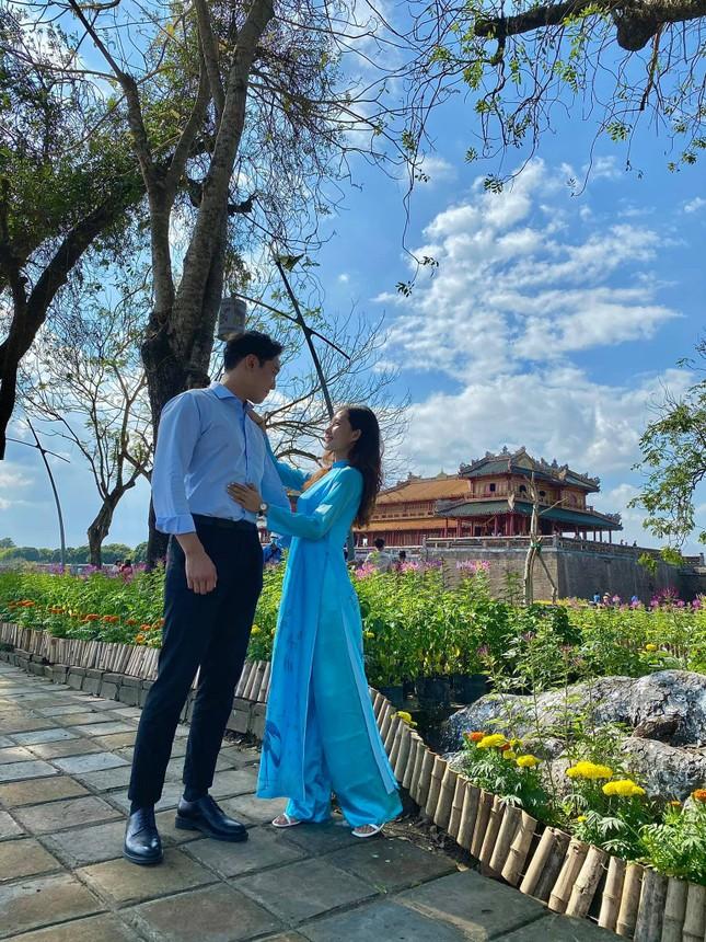 Cô gái Việt dẫn bạn trai Hàn ngắm cảnh đẹp nao lòng ở Huế ảnh 5