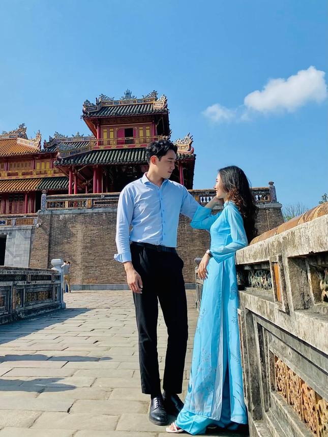 Cô gái Việt dẫn bạn trai Hàn ngắm cảnh đẹp nao lòng ở Huế ảnh 3
