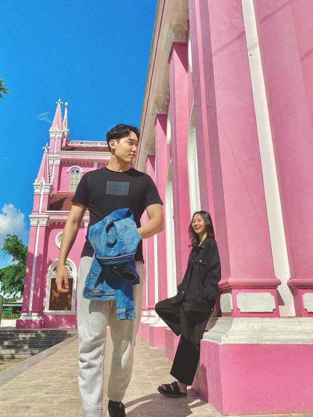 Cô gái Việt dẫn bạn trai Hàn ngắm cảnh đẹp nao lòng ở Huế ảnh 15