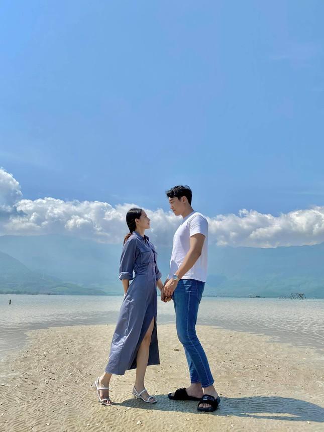 Cô gái Việt dẫn bạn trai Hàn ngắm cảnh đẹp nao lòng ở Huế ảnh 12