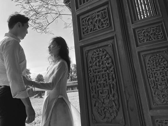 Cô gái Việt dẫn bạn trai Hàn ngắm cảnh đẹp nao lòng ở Huế ảnh 1