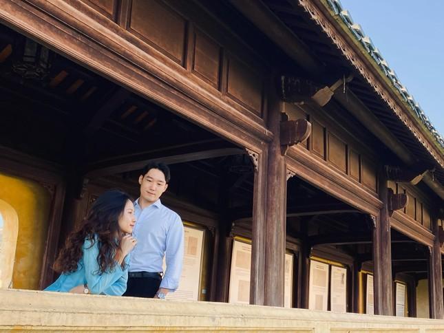 Cô gái Việt dẫn bạn trai Hàn ngắm cảnh đẹp nao lòng ở Huế ảnh 8