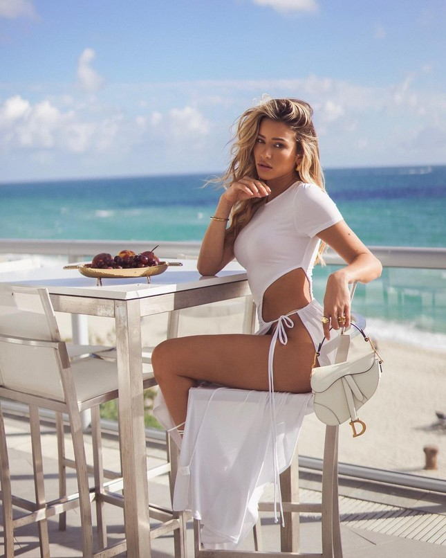 Đường cong quyến rũ mê mẩn của người mẫu áo tắm Cindy Prado ảnh 4