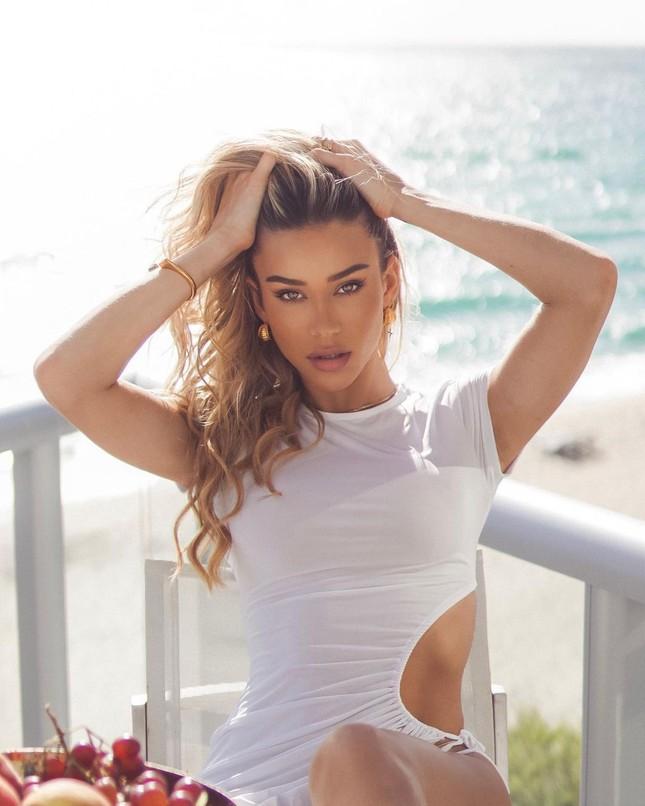 Đường cong quyến rũ mê mẩn của người mẫu áo tắm Cindy Prado ảnh 1
