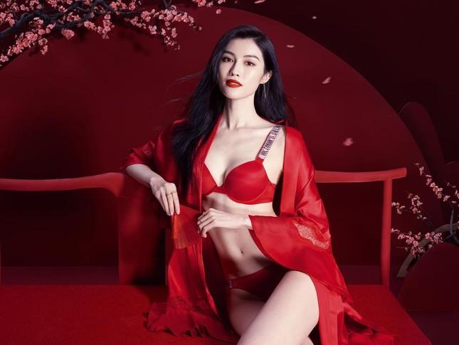 Người mẫu nội y gốc Hoa da trắng eo thon dáng nuột nà ảnh 3