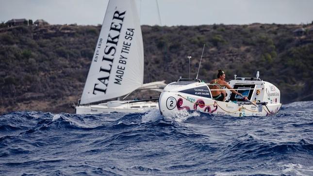 Cô gái 21 tuổi một mình chèo thuyền qua Đại Tây Dương, lập kỷ lục thế giới ảnh 1