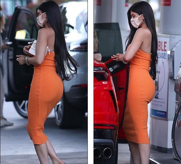 Em út nhà Kardashian mặc bó sát tôn dáng 'đồng hồ cát' gợi cảm ảnh 5