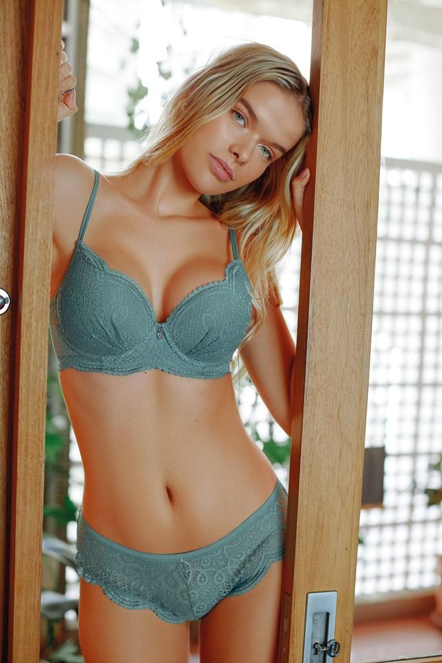 Vẻ đẹp tươi tắn đầy sức sống của người mẫu đôi mươi Eloiza Farias ảnh 4