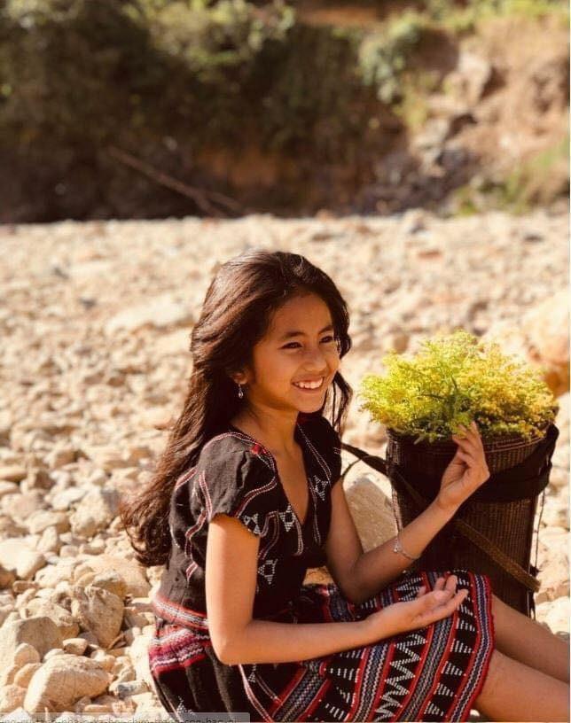 Cô bé Pa Cô với nụ cười rạng rỡ được gọi là 'bông hoa của núi rừng' ảnh 4
