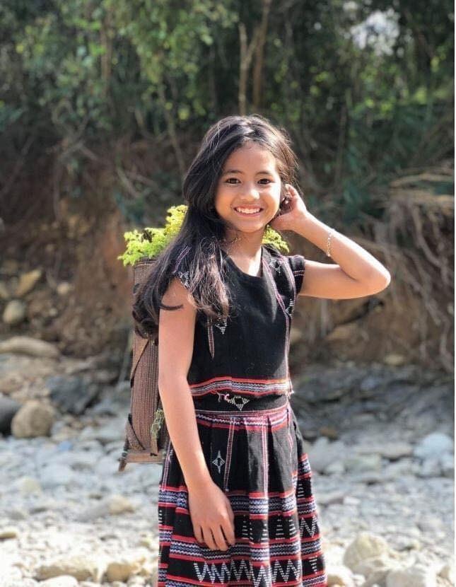 Cô bé Pa Cô với nụ cười rạng rỡ được gọi là 'bông hoa của núi rừng' ảnh 1