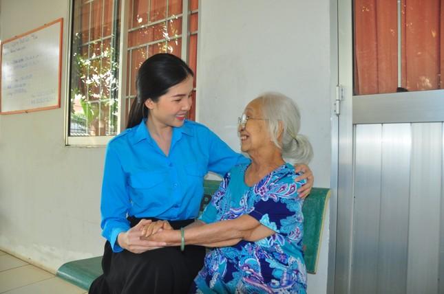 Hoa khôi Huỳnh Thúy Vi: Đoàn là chân lý sống của tôi ảnh 2