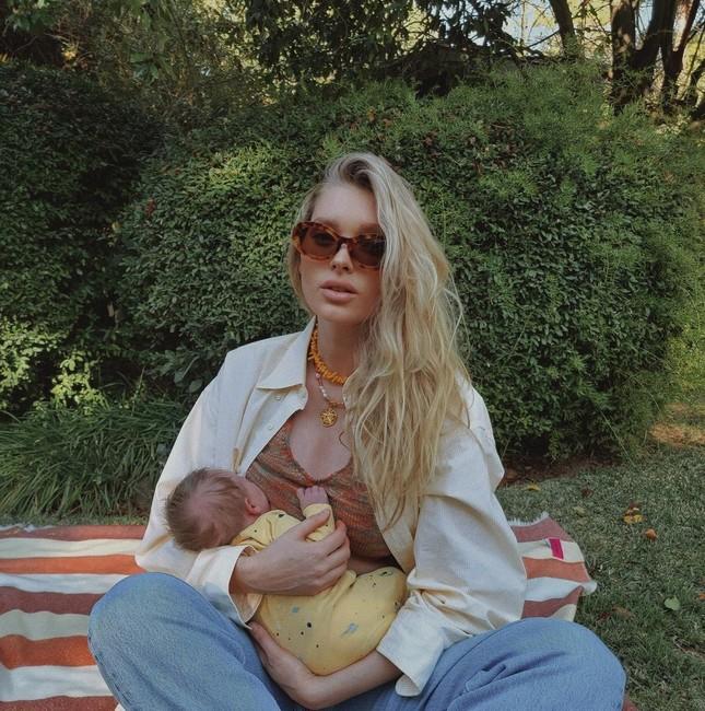 Thiên thần nội y Elsa Hosk khoe eo siêu nhỏ khó tin sau 3 tuần sinh con ảnh 2