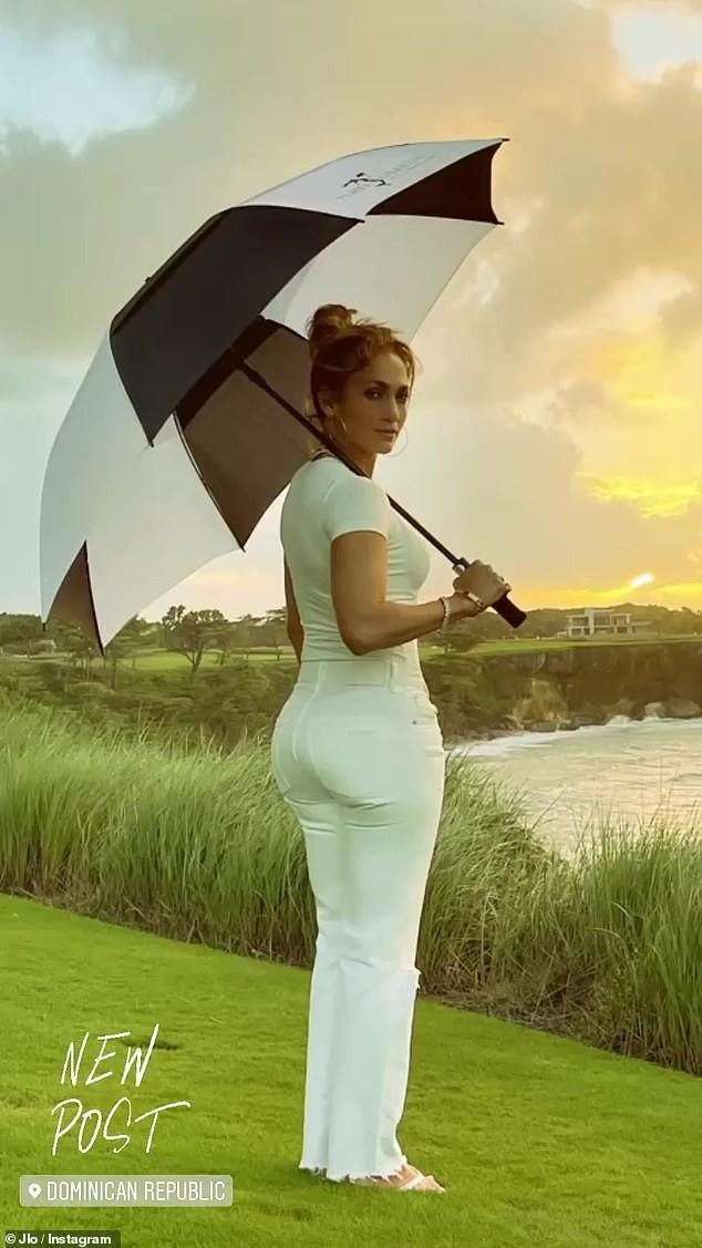 Jennifer Lopez mặn nồng hạnh phúc bên hôn phu kém 6 tuổi ảnh 4