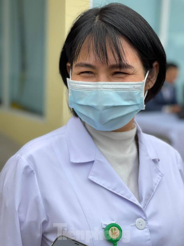 Những mũi tiêm vắc xin COVID-19 đầu tiên tại Hà Nội, Hải Dương và TPHCM ảnh 17