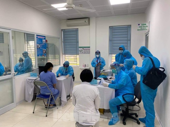 Những mũi tiêm vắc xin COVID-19 đầu tiên tại Hà Nội, Hải Dương và TPHCM ảnh 1