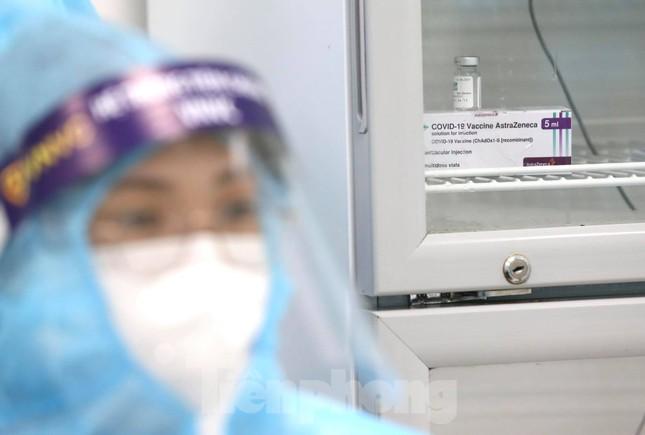 Những mũi tiêm vắc xin COVID-19 đầu tiên tại Hà Nội, Hải Dương và TPHCM ảnh 8