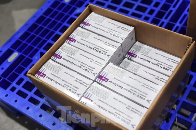 Những mũi tiêm vắc xin COVID-19 đầu tiên tại Hà Nội, Hải Dương và TPHCM ảnh 20
