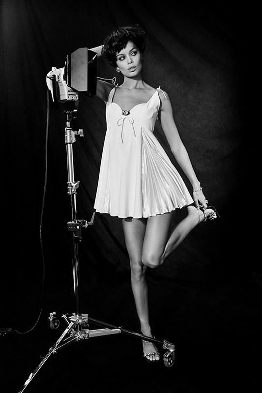 Nàng mẫu 9x được khen giống hệt Angelina Jolie thời trẻ ảnh 6