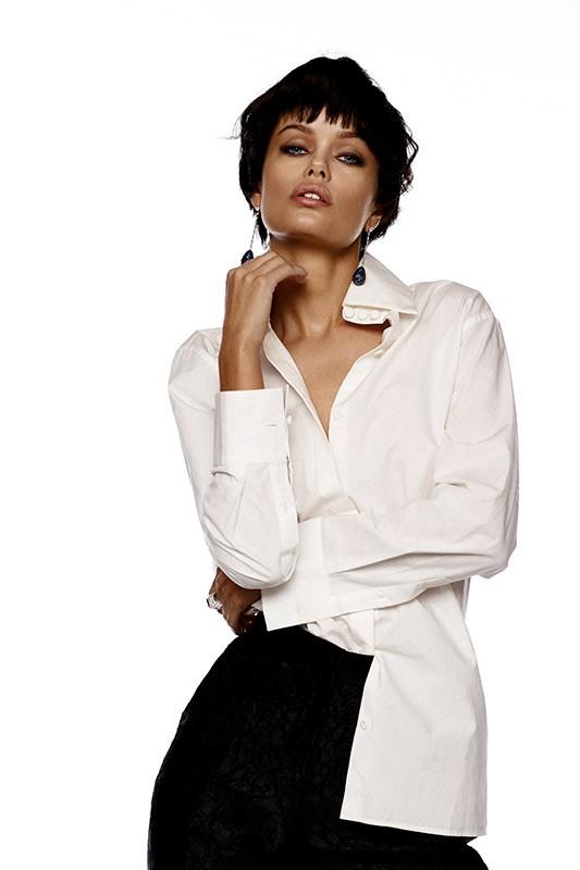 Nàng mẫu 9x được khen giống hệt Angelina Jolie thời trẻ ảnh 13