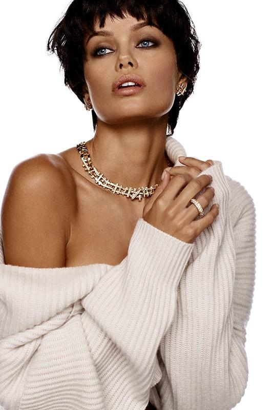 Nàng mẫu 9x được khen giống hệt Angelina Jolie thời trẻ ảnh 3