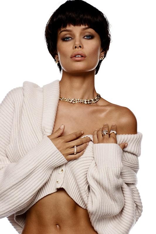 Nàng mẫu 9x được khen giống hệt Angelina Jolie thời trẻ ảnh 4