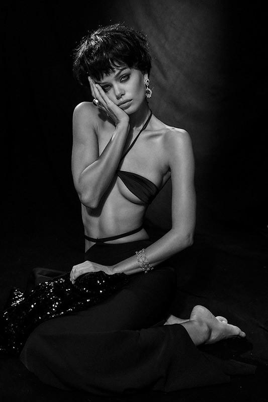Nàng mẫu 9x được khen giống hệt Angelina Jolie thời trẻ ảnh 15