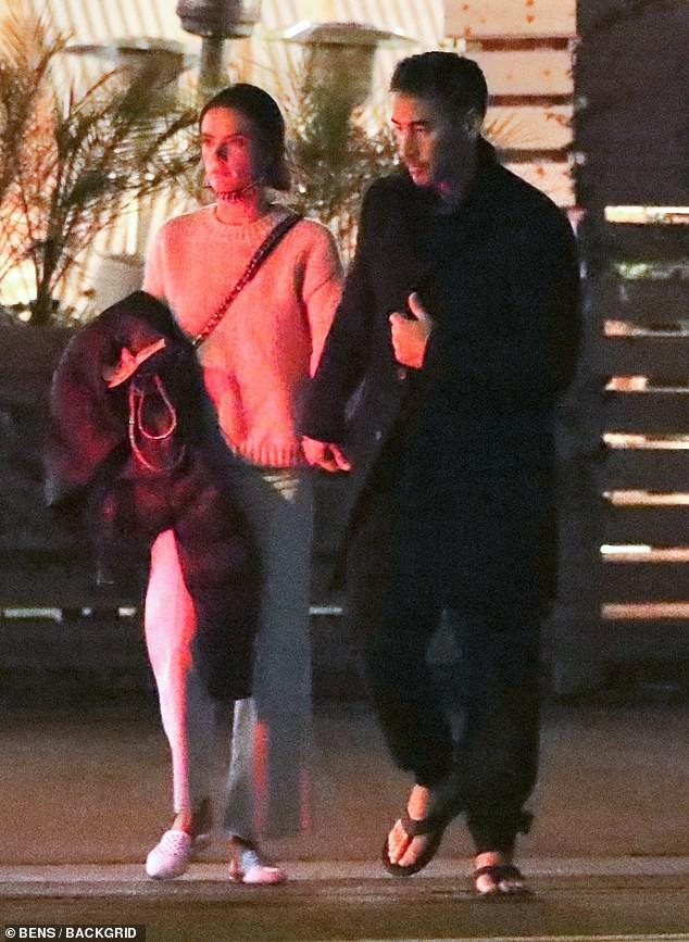 Cựu thiên thần nội y Alessandra Ambrosio tay trong tay bên bạn trai mới ảnh 6