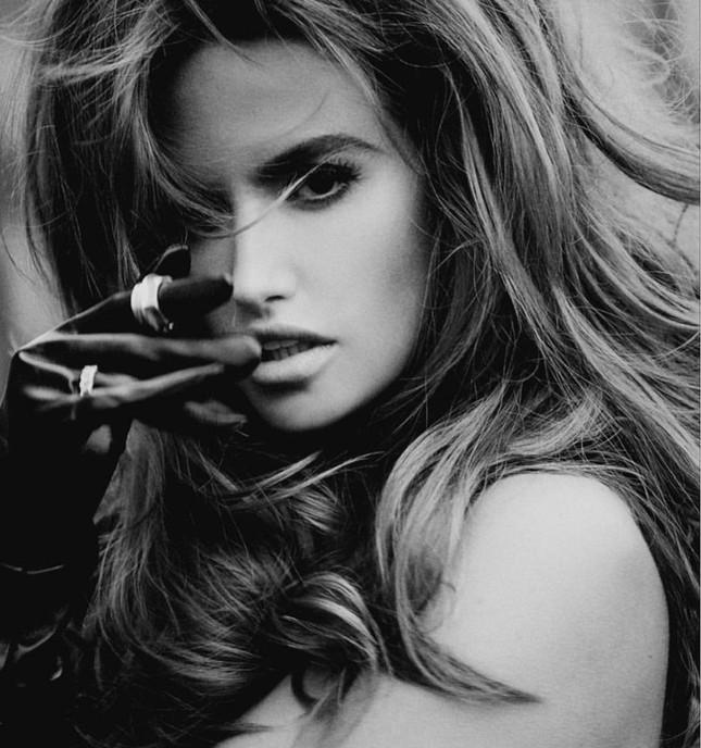 Người đẹp 9x hóa thân thành siêu mẫu huyền thoại Cindy Crawford ảnh 7
