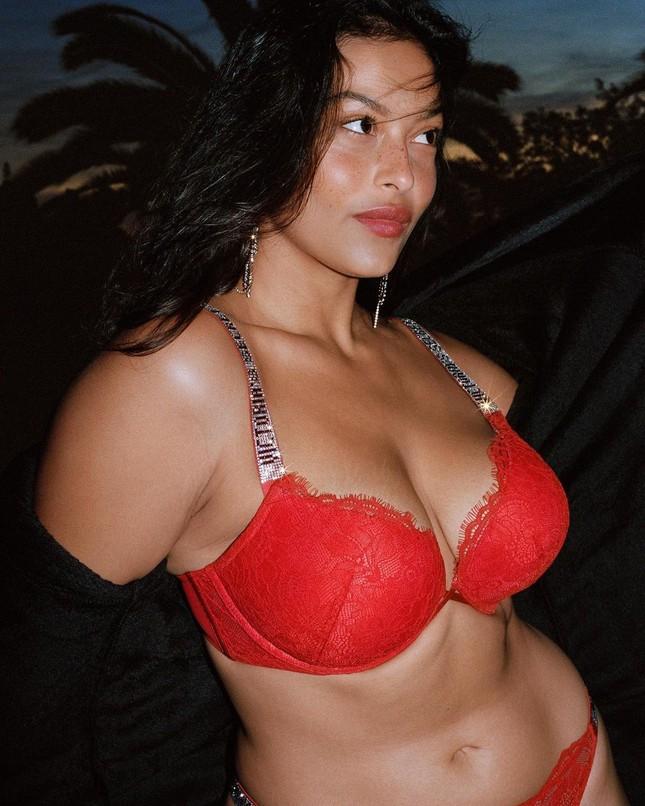 Người mẫu ngoại cỡ xinh đẹp được Victoria's Secret lăng xê nhiệt tình ảnh 3