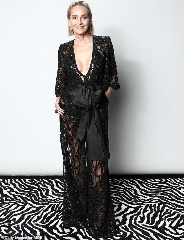Minh tinh 'Bản năng gốc' Sharon Stone bị bác sĩ 'lén' nâng ngực ảnh 2