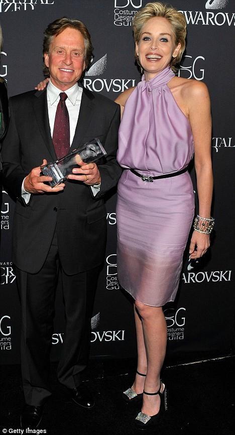 Minh tinh 'Bản năng gốc' Sharon Stone bị bác sĩ 'lén' nâng ngực ảnh 4