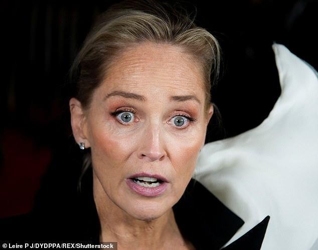 Minh tinh 'Bản năng gốc' Sharon Stone bị bác sĩ 'lén' nâng ngực ảnh 1