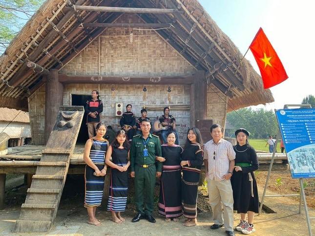 Thượng uý biên phòng giúp người dân phát triển kinh tế ảnh 1