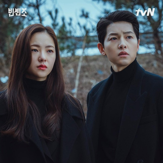 Cảnh hôn của Song Joong Ki với nữ chính phim Vincenzo khiến các fan 'bùng nổ' ảnh 2