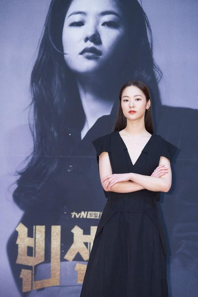 Cảnh hôn của Song Joong Ki với nữ chính phim Vincenzo khiến các fan 'bùng nổ' ảnh 1
