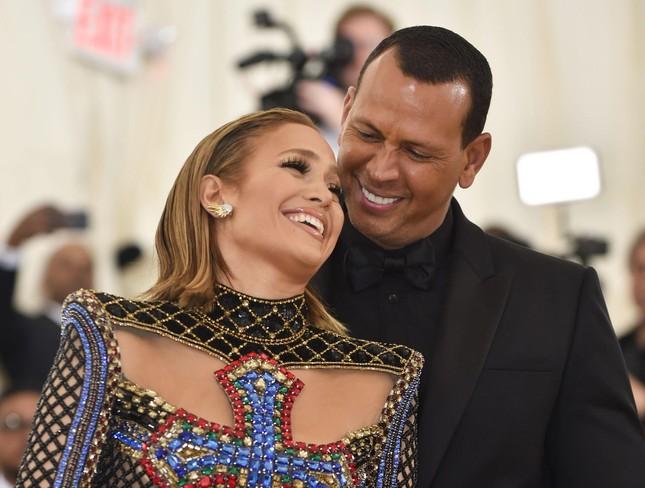 Jennifer Lopez trẻ đẹp quyến rũ 'vạn người mê' ở tuổi 51 ảnh 18