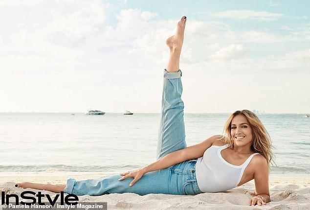 Jennifer Lopez trẻ đẹp quyến rũ 'vạn người mê' ở tuổi 51 ảnh 8