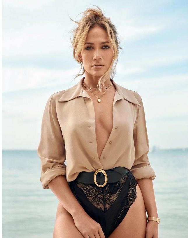 Jennifer Lopez trẻ đẹp quyến rũ 'vạn người mê' ở tuổi 51 ảnh 3