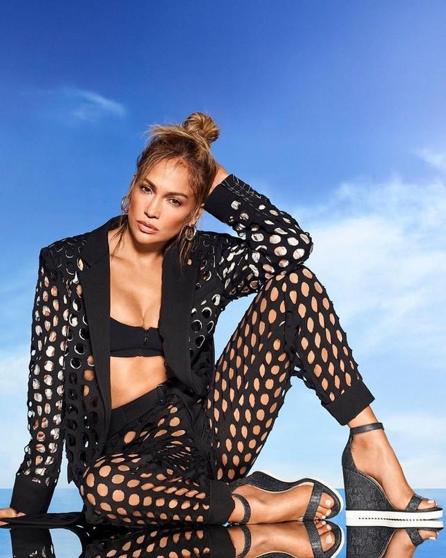 Jennifer Lopez trẻ đẹp quyến rũ 'vạn người mê' ở tuổi 51 ảnh 15