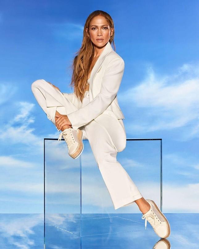 Jennifer Lopez trẻ đẹp quyến rũ 'vạn người mê' ở tuổi 51 ảnh 16