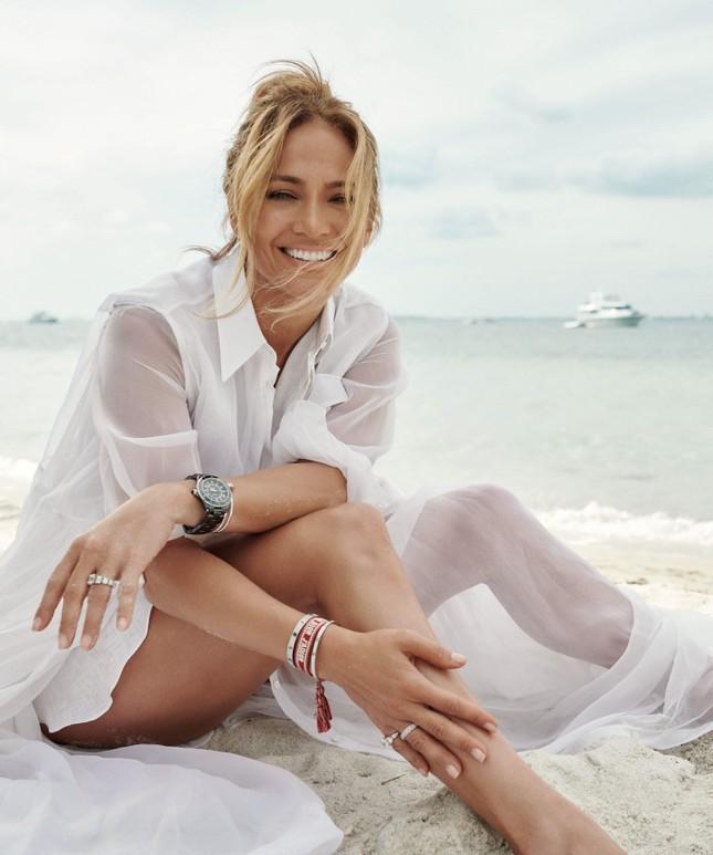 Jennifer Lopez trẻ đẹp quyến rũ 'vạn người mê' ở tuổi 51 ảnh 9