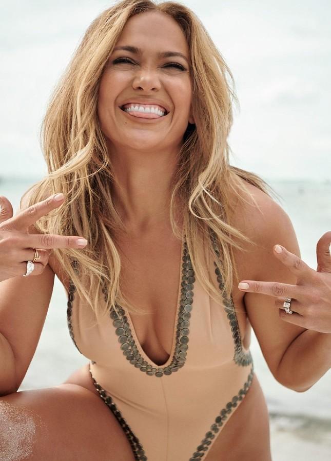 Jennifer Lopez trẻ đẹp quyến rũ 'vạn người mê' ở tuổi 51 ảnh 2