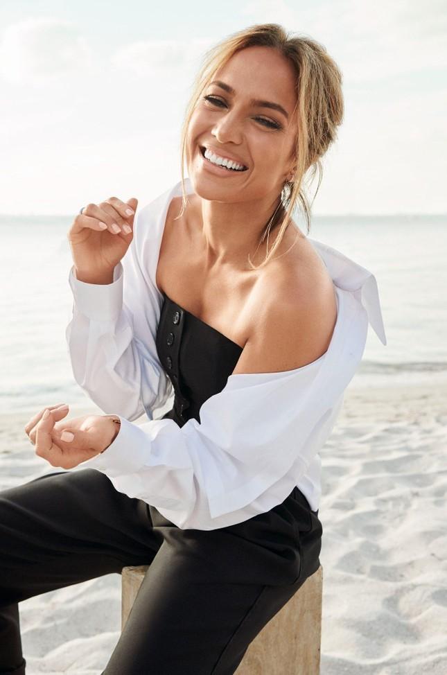 Jennifer Lopez trẻ đẹp quyến rũ 'vạn người mê' ở tuổi 51 ảnh 5