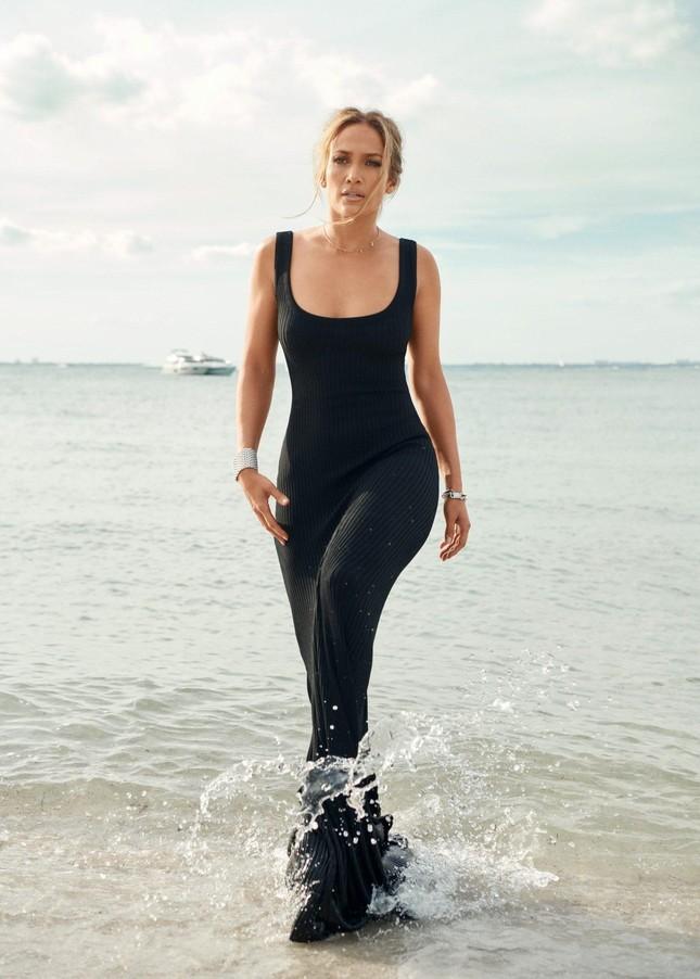 Jennifer Lopez trẻ đẹp quyến rũ 'vạn người mê' ở tuổi 51 ảnh 4