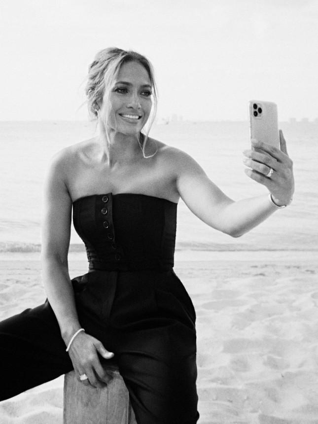 Jennifer Lopez trẻ đẹp quyến rũ 'vạn người mê' ở tuổi 51 ảnh 6