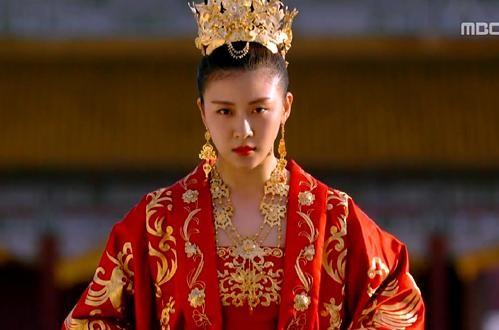 'Hoàng hậu Ki' Ha Ji Won triển lãm tranh, dân mạng bình luận 'con tôi 5 tuổi vẽ đẹp hơn' ảnh 10