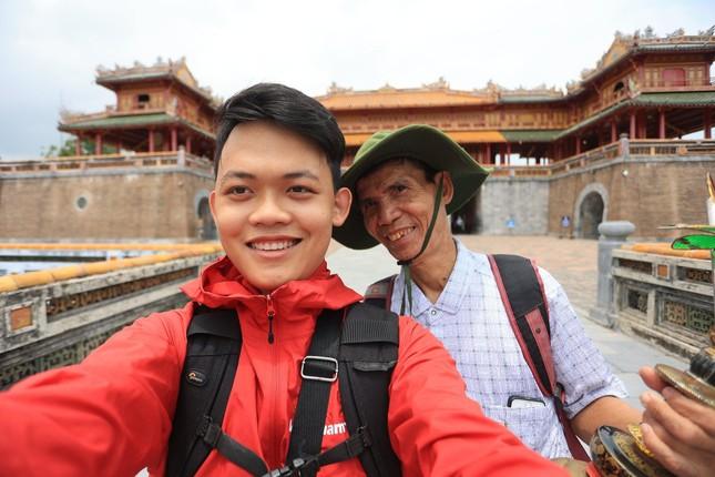 Hành trình xuyên Việt xúc động của chàng thanh niên 9x cùng 'bạn của ông nội' ảnh 5